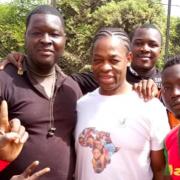 Serge avec les joueurs de rugby maliens