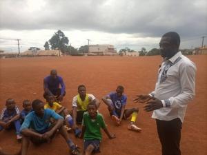 Premier jour de Josué, infirmier auprès des jeunes rugbymen d'Etoudi