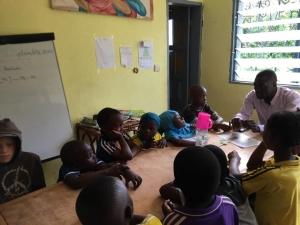 Premier jour de Josué, infirmier auprès des enfants de Jardin Eden