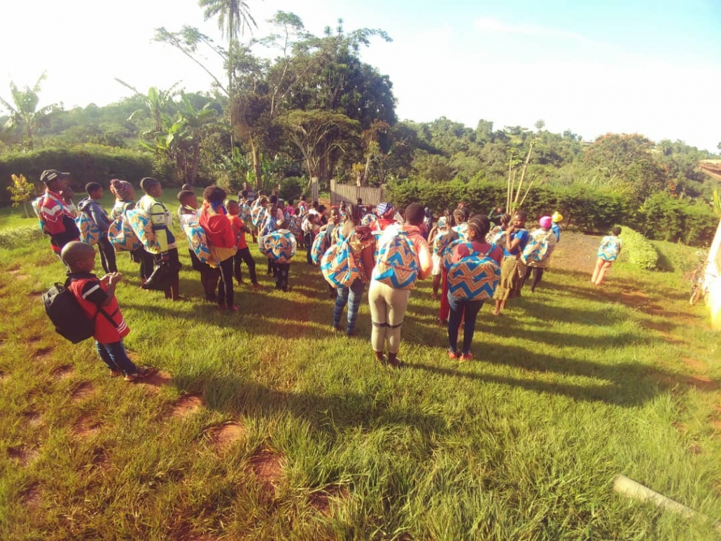 Distribution au centre Eau Claire de Bangangté
