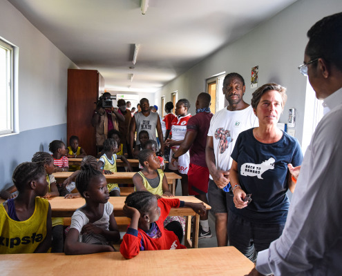 Les filles dans leur salle de classe