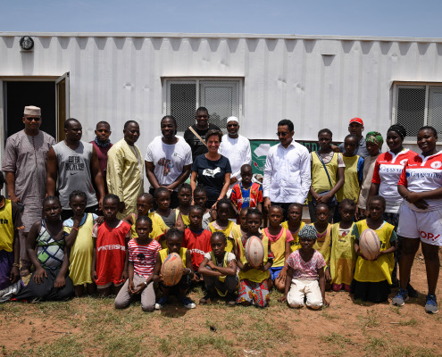 The SBA Mali and guests in front of the after-school tutoring room