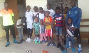 Groupe d'enfants équipés