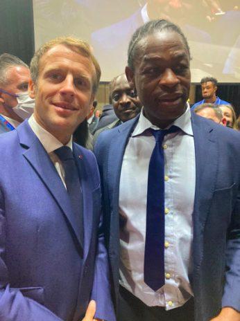 Le Président Emmanuel Macron et Serge Betsen