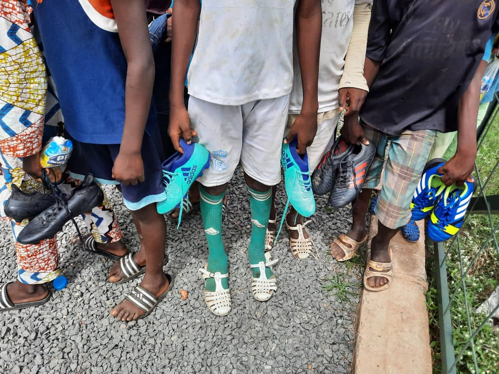 The SBA Mali children trying their new rugby boots